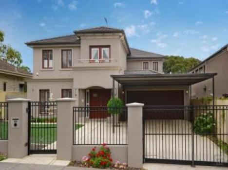 model de casa cu etaj culoarea alb gri cu garaj la parter