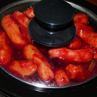 Cocktail Weenies {with cranberry chili sauce}
