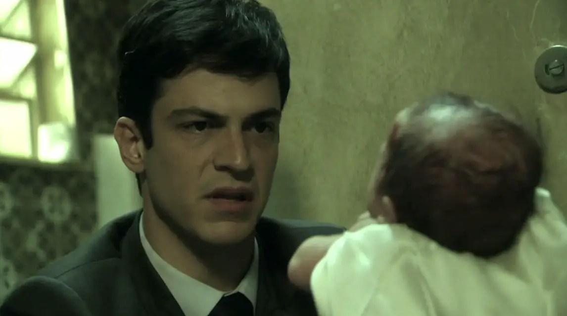 Lágrimas de villano, cuando el castigo llega antes del final. Félix en Rastros de Mentiras. Rastros-de-mentiras-felix-se-roba-a-bebe