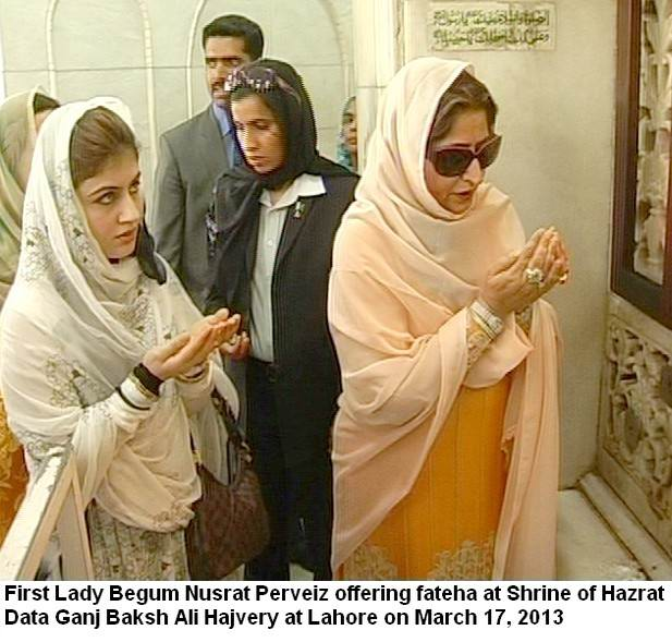First Lady Begum Nusrat Perveiz offering fateha at Shrine of Hazrat Data Ganj Baksh Ali Hajvery at Lahore