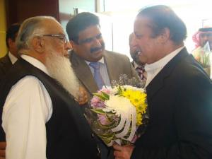 President PML-N UAE Ch. Altaf presentibg a bouquet to the former Primer Prime Minister & PLM-N President Muhammad Nawaz Sharif on his arrival at Dubai airpot from England.