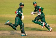 Mehidy and Zakir carry Bangladesh to its first-ever semi-final