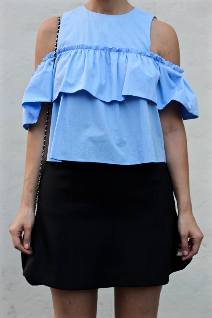 La Mariposa Ruffled Cold Shoulder Top, Zara blue ruffled off the shoulder top, ruffled cold shoulder blouse, summer outfit inspiration, styling a cropped shirt and skirt, headband braid, dutch braid, summer braided hairstyle