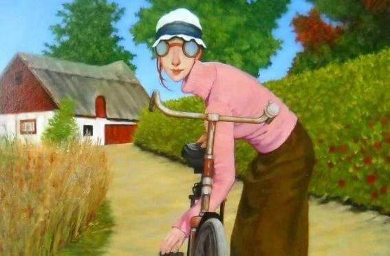 mujer sujetando la bicicleta