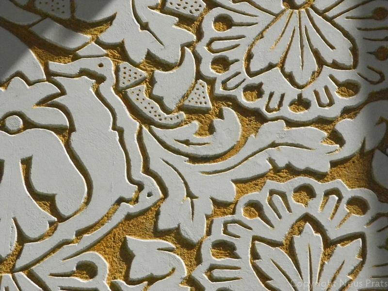Detalls dels esgrafiats de la façana obra de Joan Paradís.