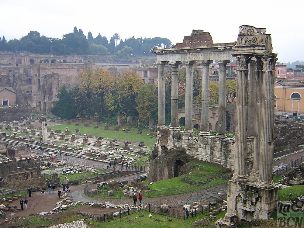 Foro. Templo de Saturno y Templo de Vespasiano.