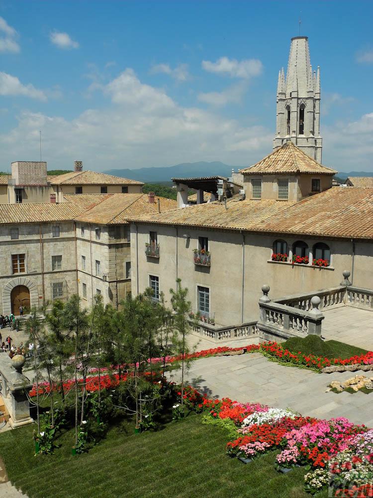 El campanario de Sant Feliu destaca desde arriba de la Catedral