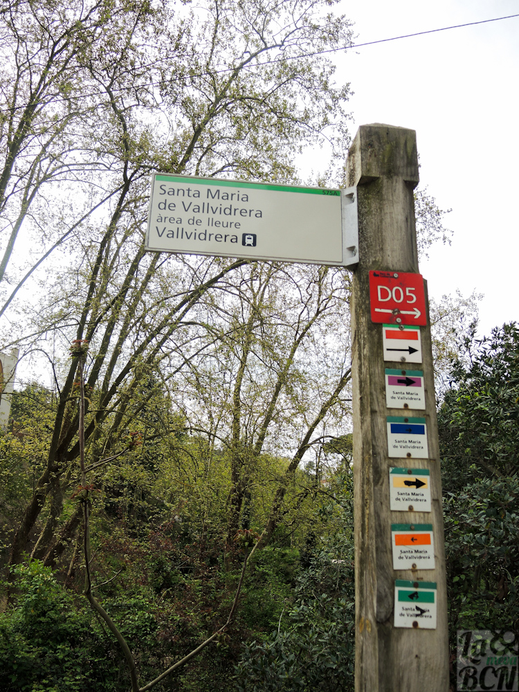 Postes informativos con las diferentes rutas del parque