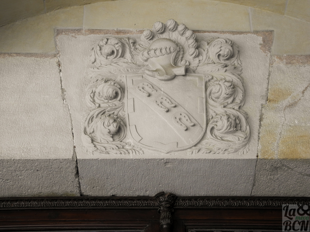 Escudo de armas de la familia del benefactor Pau Ferran