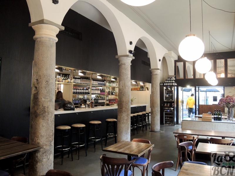 Interior del restaurante Bosco, donde se conservan las columnas del desaparecido priorat de Santa Maria de Natzaret.