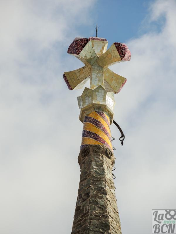 La corona del rey Martí l'Humà también corona la torre.