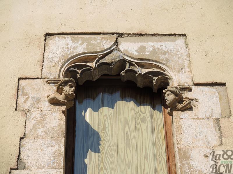 Detalle de los ventanales góticos