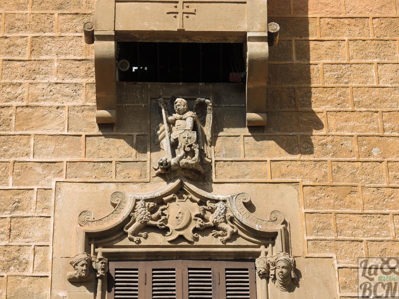Detalle de la fachada principal de Casa Espanya.