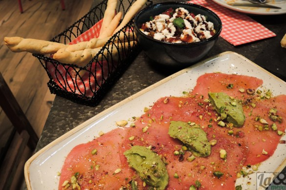 Carpaccio de atún rojo y ensalada