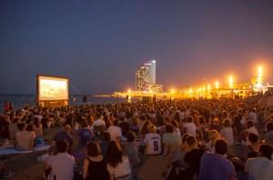 Fotografia de la página web de Cinema Lliure a la platja