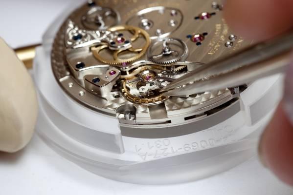 P90091419-concorso-d-eleganza-villa-d-este-2012-special-edition-of-the-lange-1-zeitzone-by-a-lange--soehne-03--599px