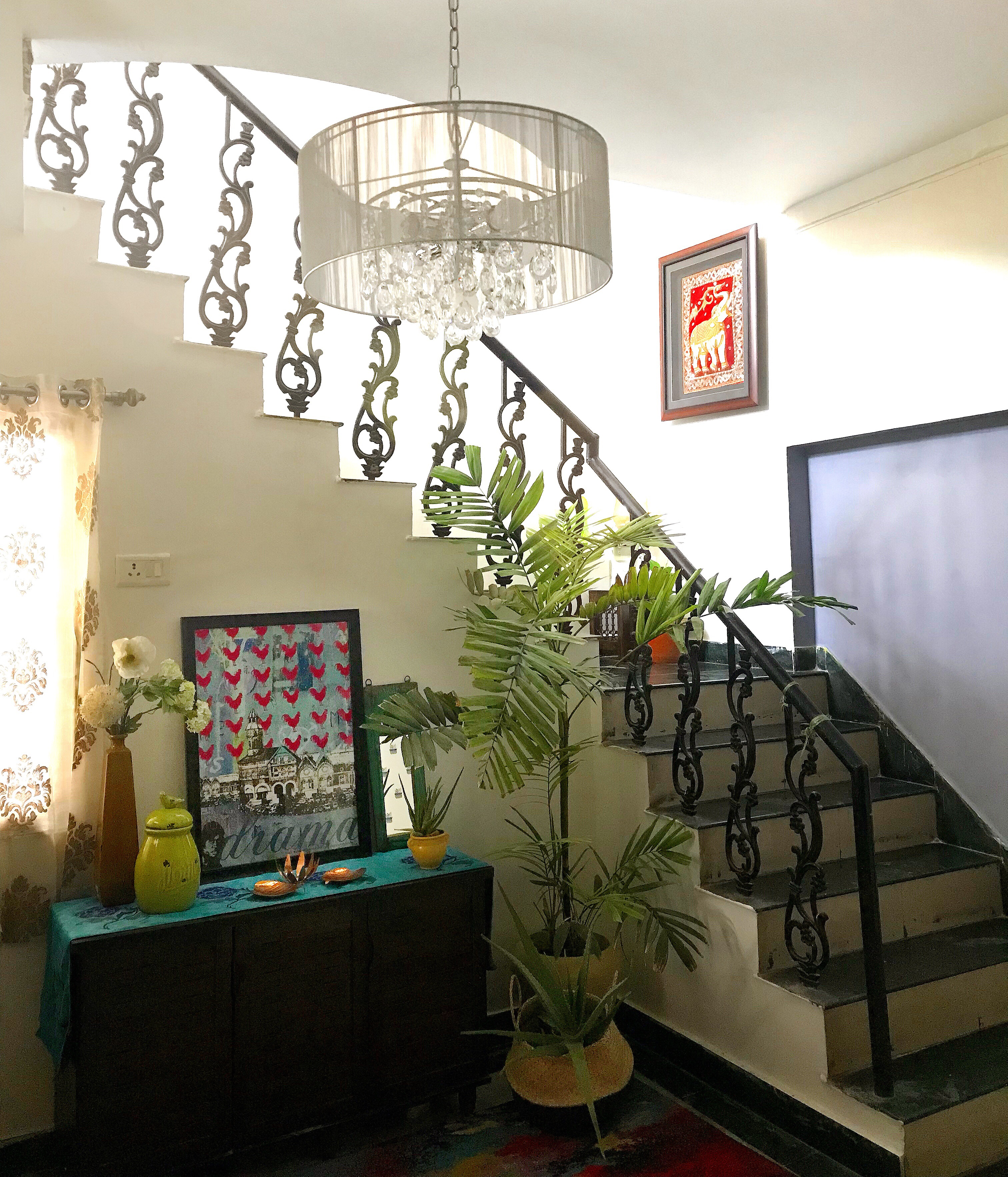 5 ways to bring life into a dark corner - under the staircase