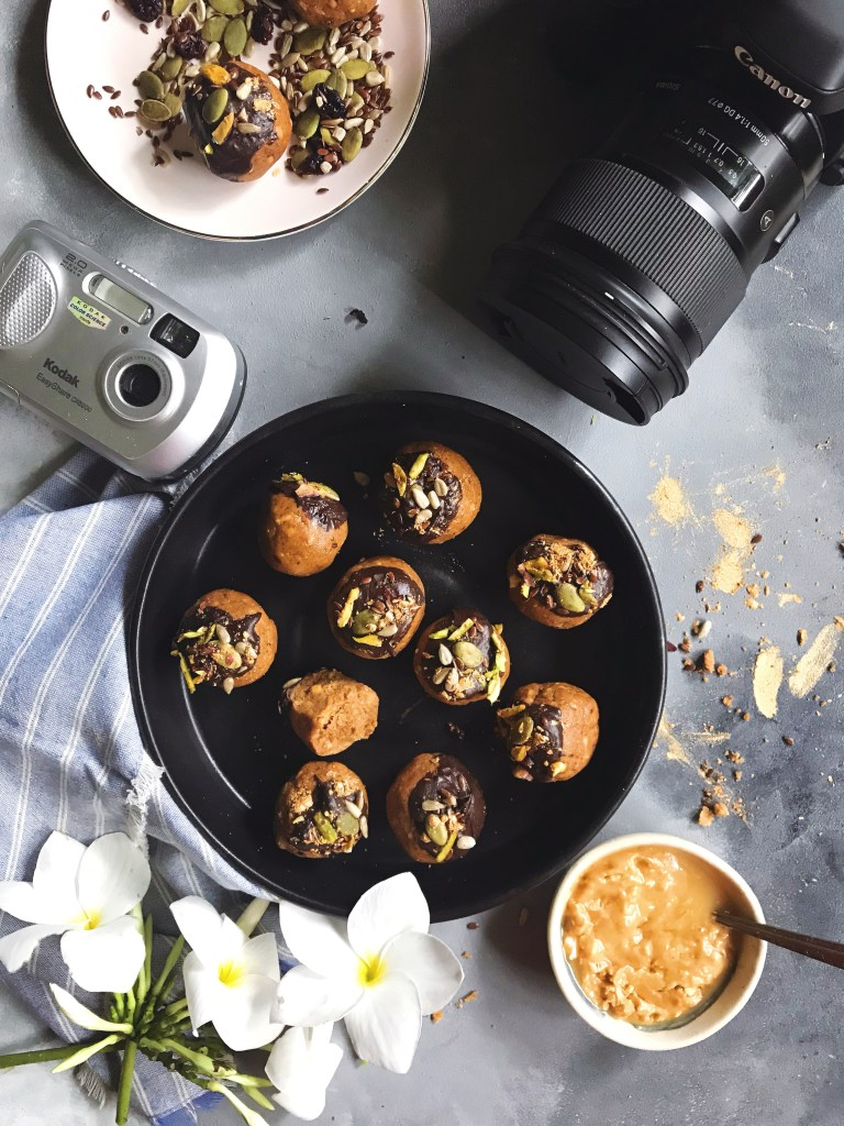 besan,almond and peanut butter laddoo