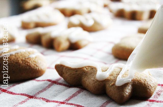 decoración con glaseado de las galletas de jengibre