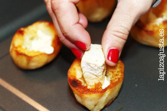 Colocamos el pollo dentro de la patata