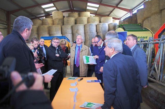 Le ministre a été à l'écoute des préoccupations des agriculteurs vosgiens.