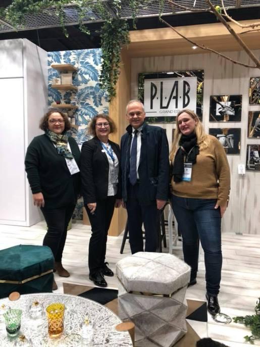 Le député Jean-Jacques Gaultier au salon EquiHotel à la rencontre des entreprises vosgiennes d'ameublement.