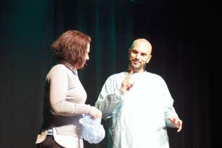 Clothilde, rebaptisée en Nathalie, a assisté magistralement Julien dans un sketch.