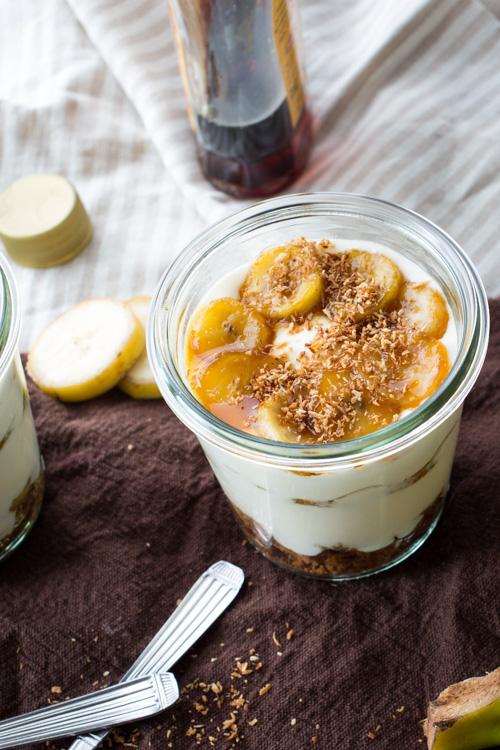 Tiramisu a la noix de coco, bananes et sirop d'érable