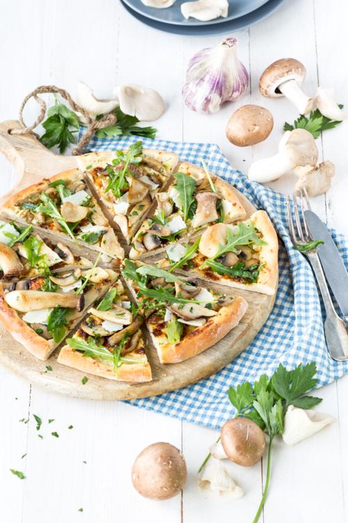 pizza forestière à l'huile de truffe blanche