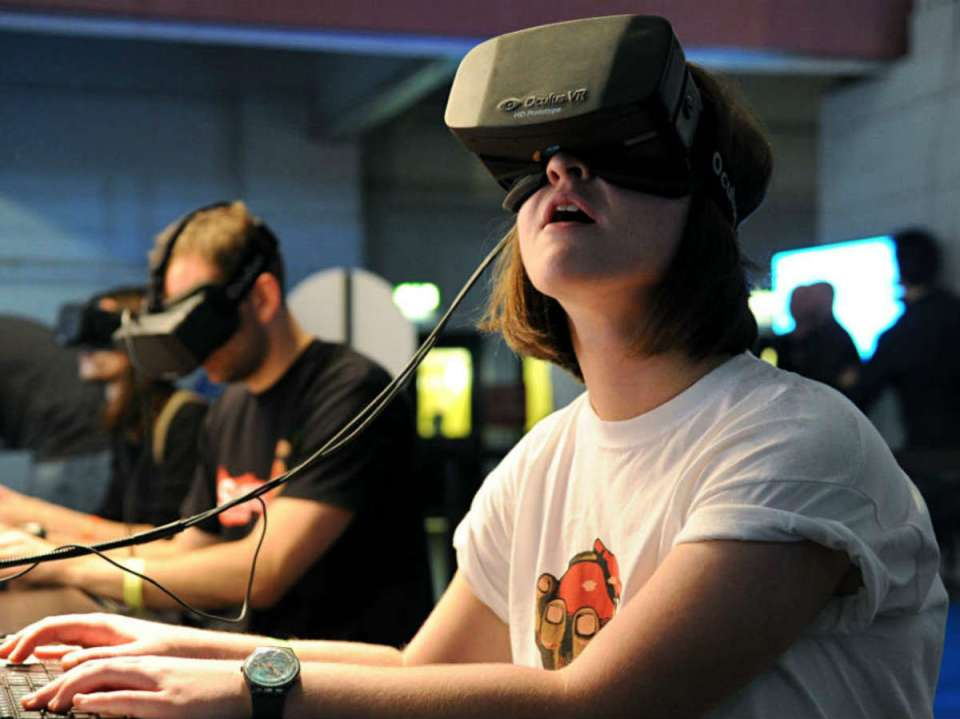 A first time Virtual Reality user is amazed by VR's unbelievable experiences.(BagoGames/Flikr Commons)