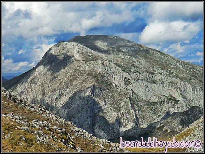 Peña Reuda desde la ladera Este del Tapinón