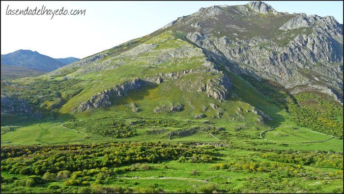 Primer tramo de la ruta Entrevados - Valle de Pinzón, bajo la Peña San Justo