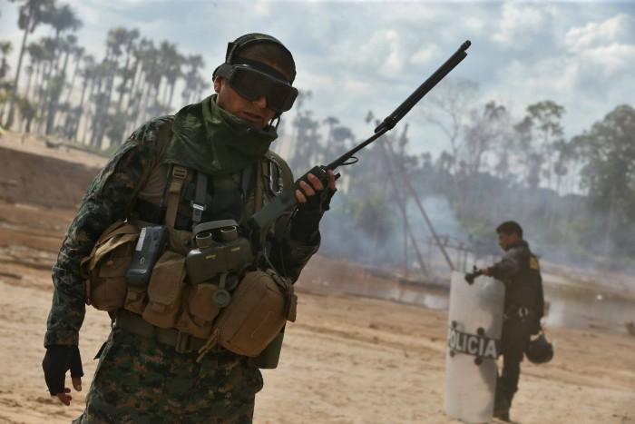 """Perú: Gobierno instalará base militar en """"La Pampa"""" para detener minería ilegal. Foto: Andina"""