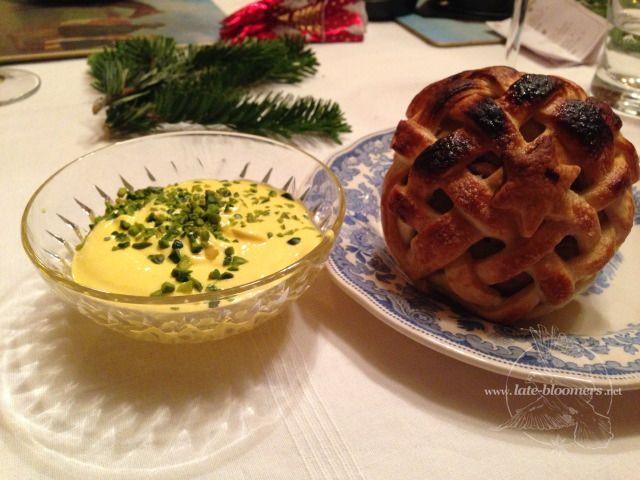 Apfel im Blaetterteig mit Safranjoghurt