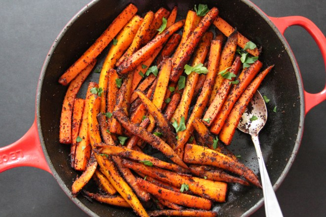 Pan-Roasted Carrots and Parsnips with Smoked Paprika | Lattes & Leggings