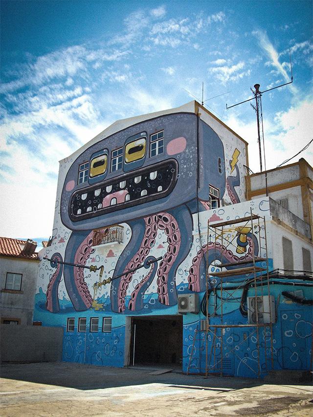 Crazy street art by Miste Thoms