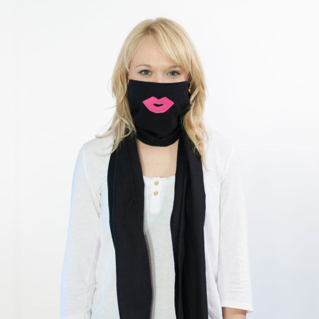 Scough Black Flannel Pink Lips