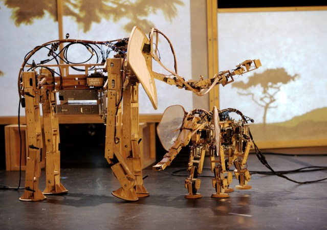 Robotic animal sculptures of Savanna