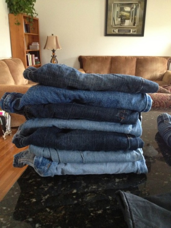 Denim-Rug:-Give-Old-Jeans-New Life!-DIY www.lauraslittlehousetips.com