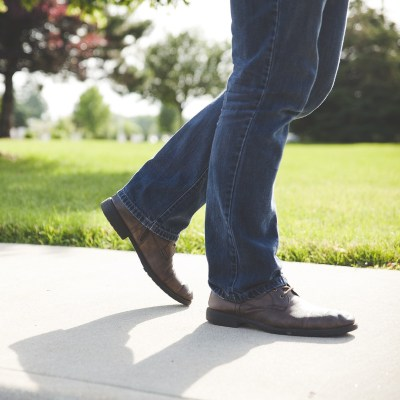 Spend 10 minutes and walk outside to improve your leadership