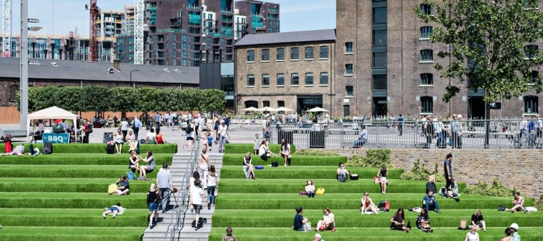 Gentrified sunning in King's Cross | Jacintha Verdegaal