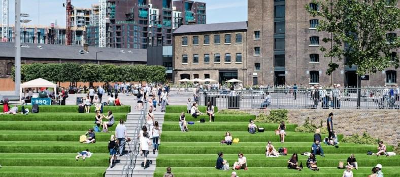 Gentrified sunning in King's Cross | Jacintha Verdegaal