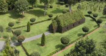 Brian Cox église arbre