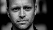 Jens M. Johansson er glad hans favorittord «kvikksand» omtrent er forsvunnet ut av språket. (Foto: Tiden forlag)