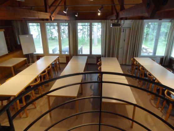 Leirikouu on myös koulua, joten luokkahuonettakin tarvitaan!