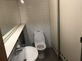 Jokaisessa majoitushuoneessa on oma WC