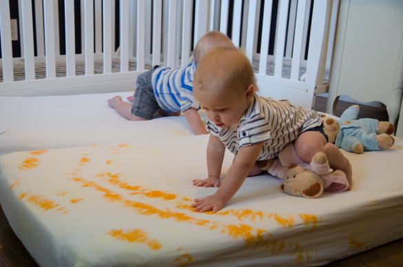 Such a fun idea- love it!! DIY Tie Dye Crib Sheets - lemonthistle.com for Pretty Providence