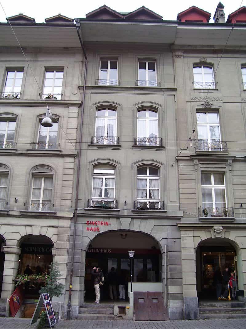 Albert_einstein_house_bern_source_wikipedia_Dsmntl