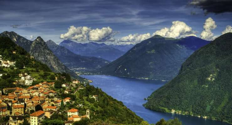 Nearly 320,000 cross-border workers in Switzerland