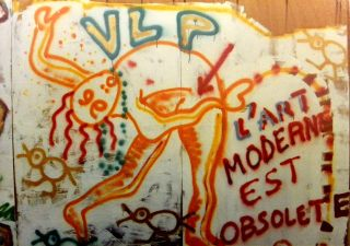 Palissade quartier Beaubourg l'art moderne est obsolète bombe aérosol 1983 VLP